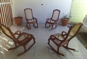 juego de sillas con su linda mesa
