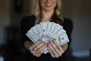 ¿Cómo se puede ganar dinero si eres un adolescente?